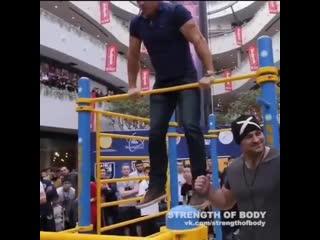 Strength of Body. Денис Семенихин делает выходы на перекладине