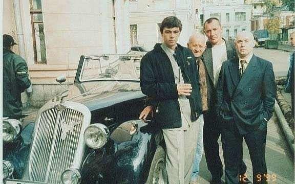 На съёмках фильма Брат 2, 1999 год.. Нравится больше первая часть или вторая .