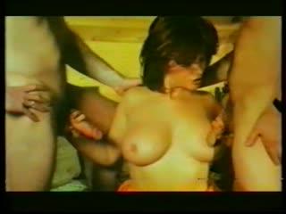 Joy karins-la rousse aux gros seins(1989) опытная женщина с большой грудью