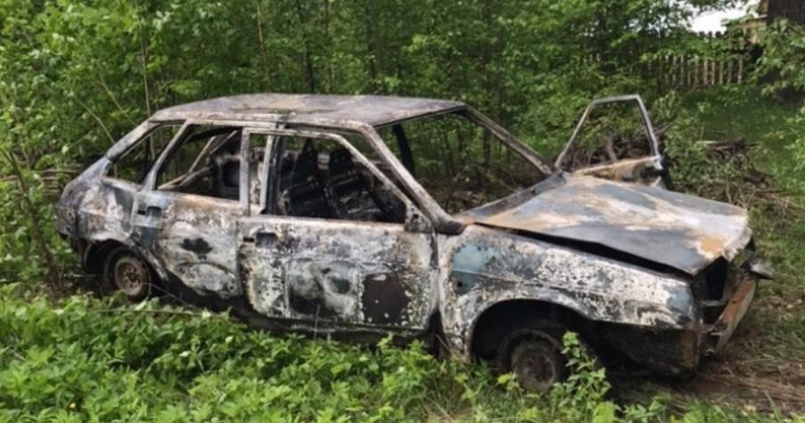 В Марий Эл неизвестный за пару минут поджег несколько авто