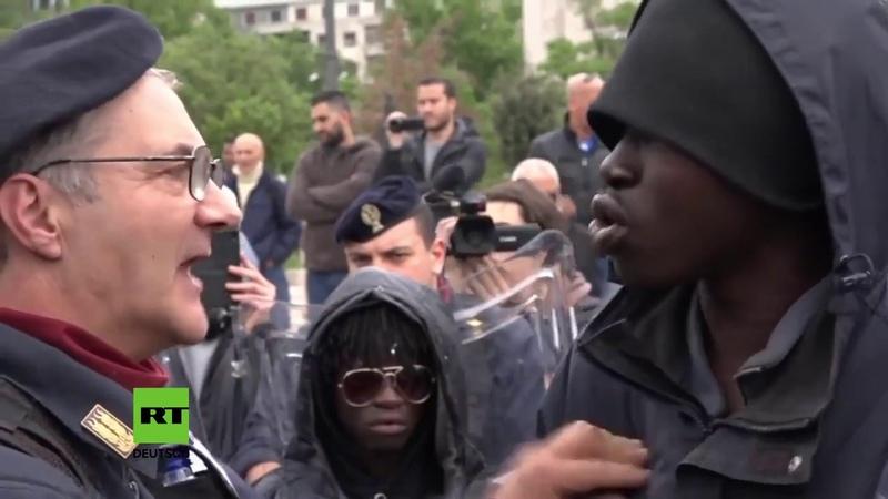 Mailand Italien Migranten und Flüchtlinge sauer Polizei räumt provisorisches Flüchtlingscamp