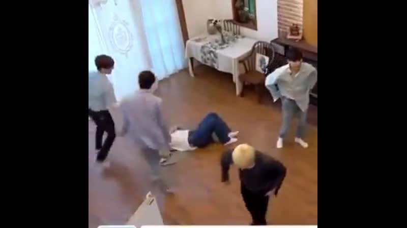 Wonwoo and minghao running around seungcheol is so funny