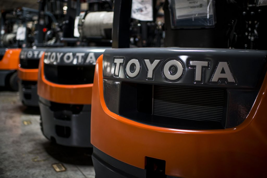 Понимание различных типов вилочных погрузчиков Toyota и их применения
