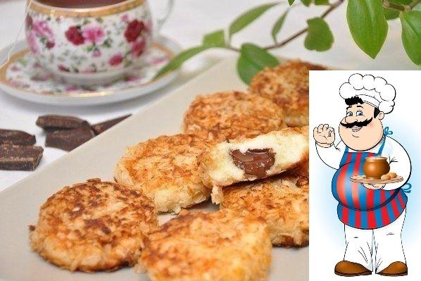 Сырники с шоколадной начинкой в панировке из овсяных хлопьев Ингредиенты: -600 г творога, -1 яйцо, -0,5 стакана манки, -0,5 стакана сахара, -ванилин, -100 г шоколада, -овсяные хлопья для