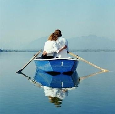 "Афиша Иркутск ""Мужчина и женщина. Двое в лодке"""