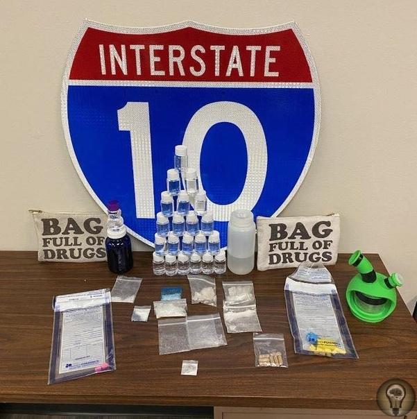 Двух наркоторговцев арестовали во Флориде Они провозили вещества в сумке с надписью мешок, полный наркотиковКак выяснилось, задержанными оказались 34-летние Иан Симмонс и Джошуа Рейнхардт: