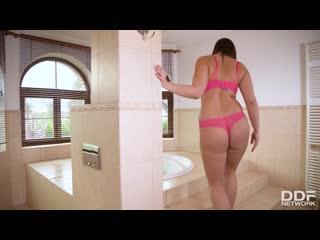 Игривая толстушка трахнула лысого в ванне, sex milf curvy fat ass butt busty tit milk boob anal porn bang cum hd (hot&horny)