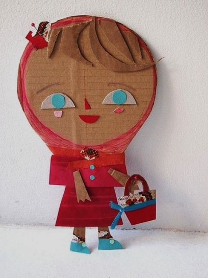 Куклы из картона поделка Чтобы сделать с младшими школьниками таких простых картонных кукол, пригодится обычный гофрокартон от коробок и немного цветной или поделочной бумаги.Голову и тело куклы
