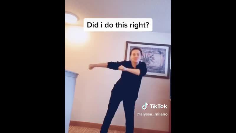 Танцы в TikTok от Алиссы Милано