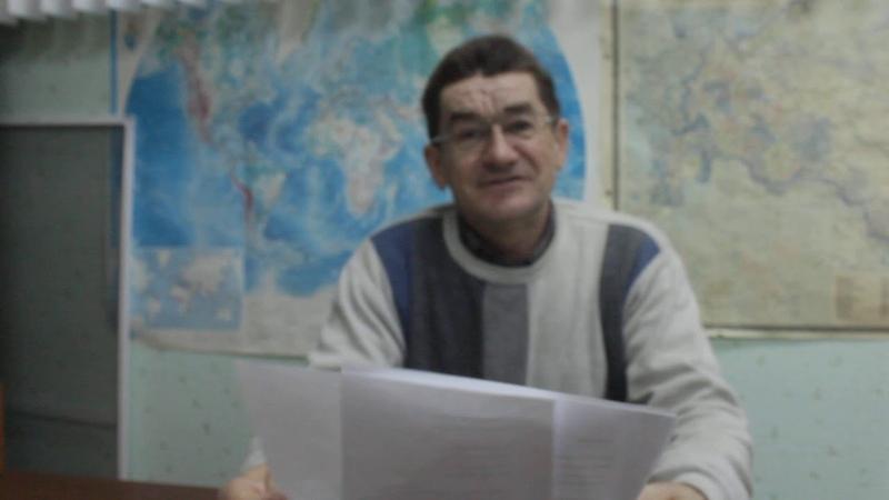 Урта Бирәзәдән Дамир Нуриәхмәтов үз шигырьләрен укый