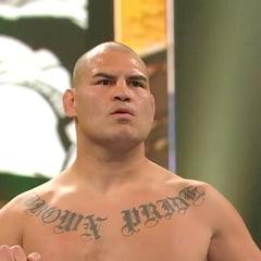 WWE on Instagram: WHAT IS @officialcainvelasquez DOING ON #SmackDown ON @foxtv!! #BrockLesnar @paulheyman @619iamlucha @wweonfox