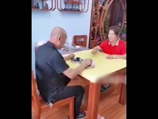 Решили муж с женой на деньги поиграть