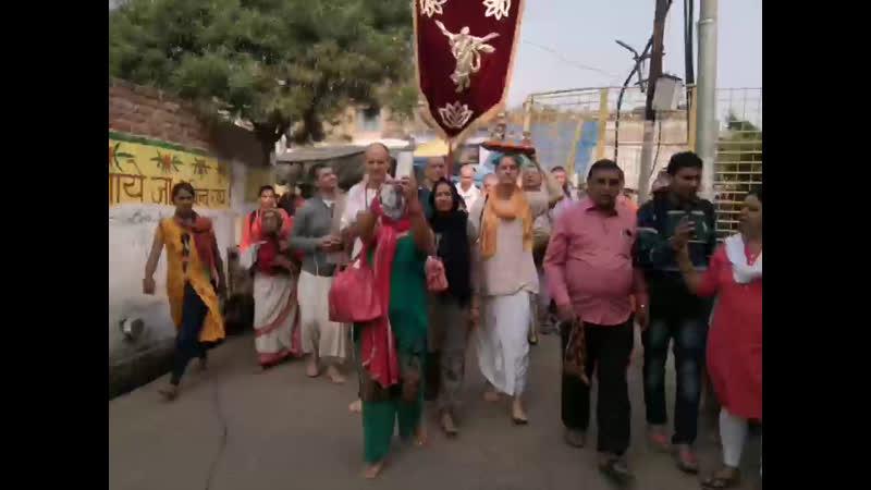 Харинама с Вальмики прабху на Радха Кунде