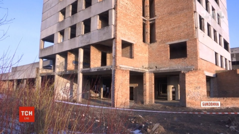 На Буковині двоє хлопців стрибнули з даху закинутої будівлі