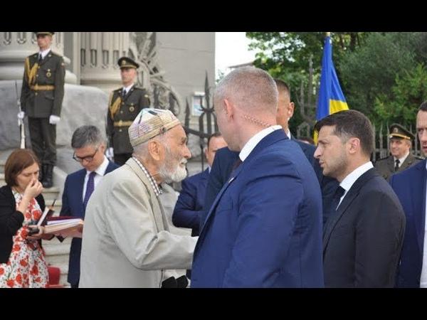 До нього підійшов дідусь Зеленський приголомшив делегацію своїм вчинком Важко стримати емоції