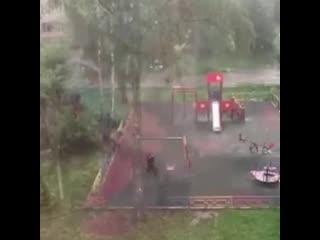 Сталкер на детскои площадке в Химках