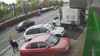 В Сочи патрульные устроили погоню с маневрами за подростками на скутере