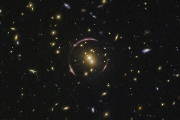 Эффект гравитационной линзы, или кольца Эйнштейна