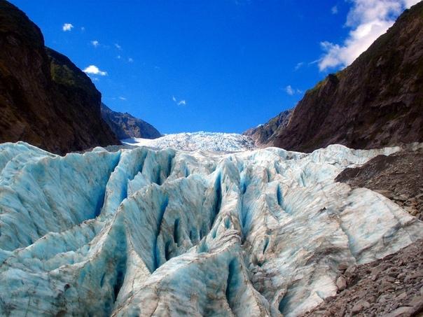 Ледник Франца-Иосифа расположен на территории Национального парка Вестленд на западе Южного острова Новой Зеландии в регионе Уэст-Кост Еще 5 минут назад вы шагали по влажному тропическому лесу,