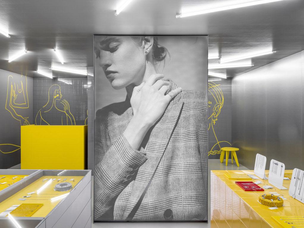 Гарри Нуриев оформил новый магазин Avgvst в Екатеринбурге