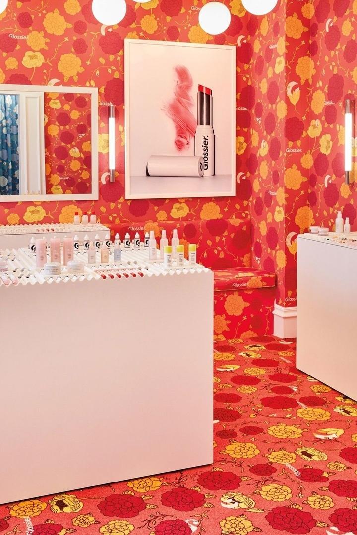 Цветы и помады: первый pop-up бутик Glossier в Лондоне