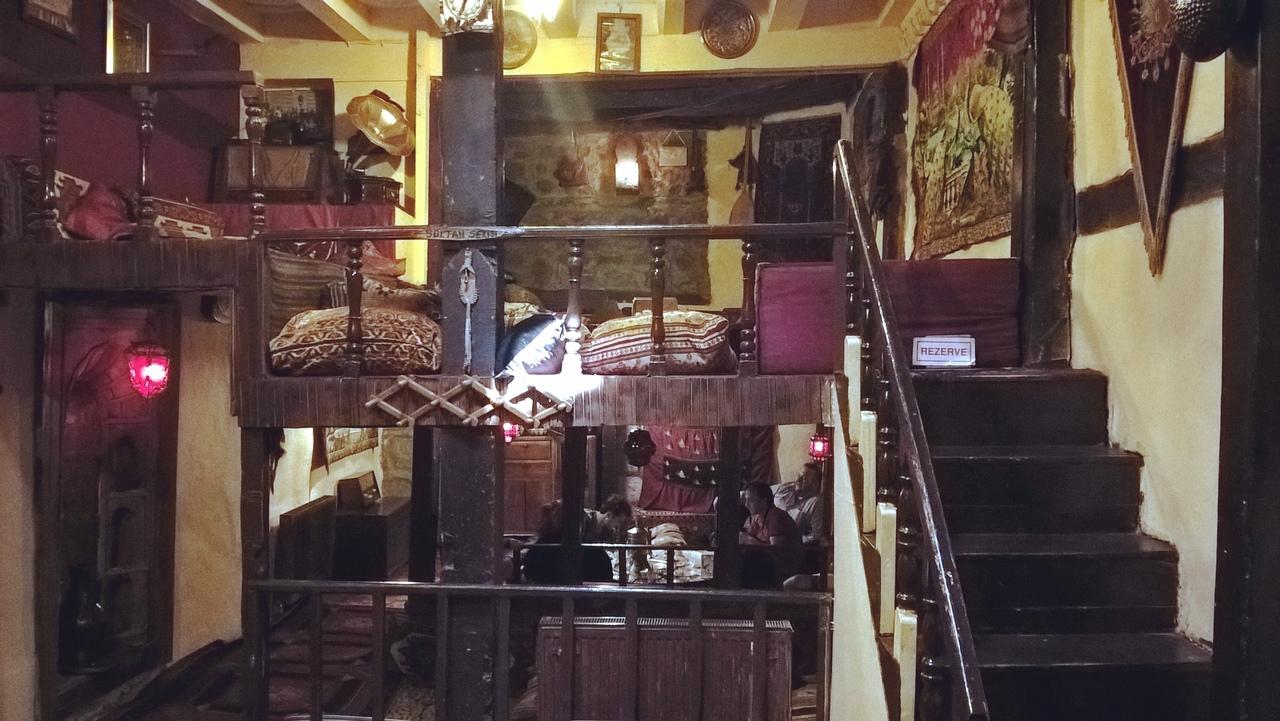 в уникальном этнографическом ресторане-музее в Эрзуруме