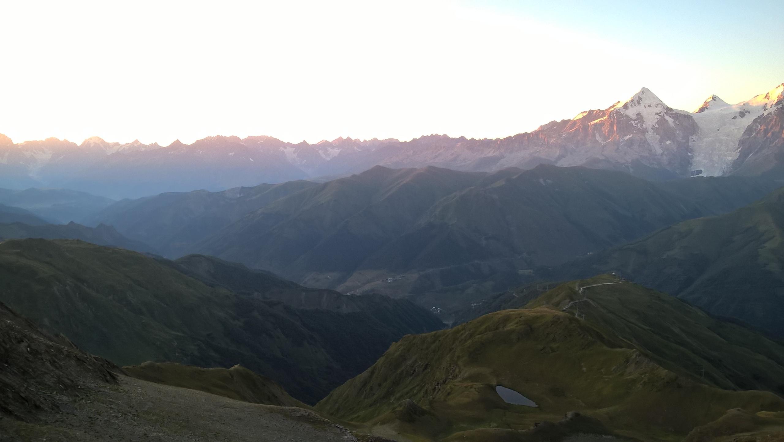 В горах опасности