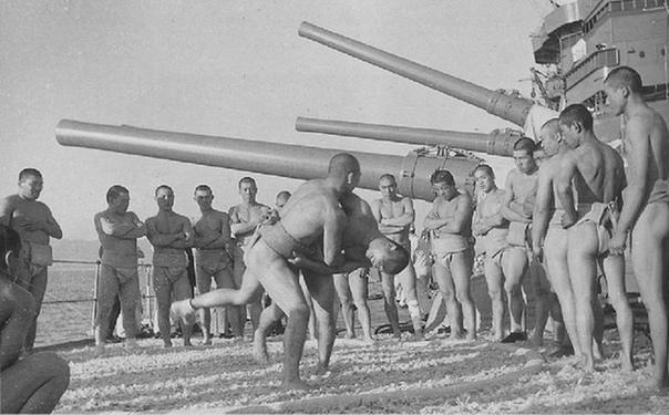 """Занятия по физической подготовке на японском линкоре """"Нагато""""."""