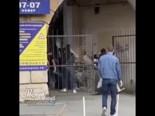 Драка на Соколова 6 между фанатами Ростова и ЦСКА  Ростов-на-Дону Главный