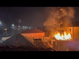 Гараж сгорел на Комсомольской 206 в Армавире