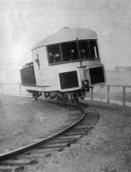 Монорельсовый поезд с гироскопами, Англия, ок. 1907 год. Чтото среднее между велосипедом и локомотивом: поезд Бреннана удерживался на единственном рельсе с помощью двух гироскопов, вращающихся в