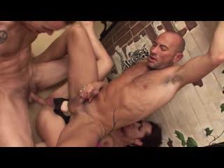 бисексуалы порно Shannya Tweeks трахнула двух парней страпон анальный секс геи анилингус римминг фистинг