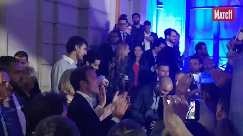 Emmanuel et Brigitte Macron transforment l'Elysée en boîte de nuit