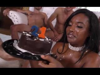 ПОРНО -- ЕЙ 21 -- ГРУПОВУХА В ЧЕСТЬ ДНЯ РОЖДЕНИЯ -- gangbang porn black --  Daya Knight