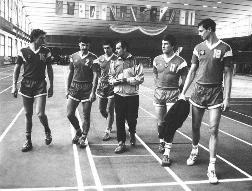 Спартак Миронович с лидерами минского СКА 80-х