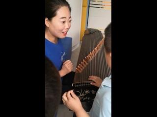 Гуджен-традиционный струнный китайский инструмент