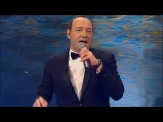 Кевин Спейси поёт песню «I Gotta Feeling» на вручении премии «Laureus World Sports Awards» (2011 год)