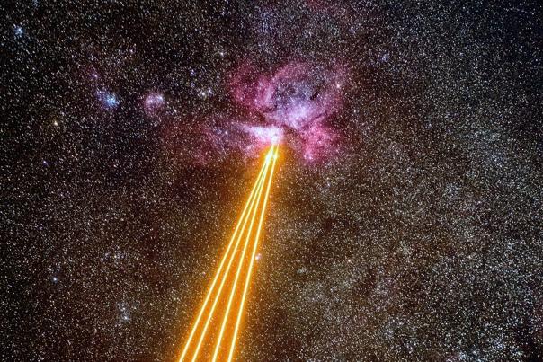 Астрономы ведут стрельбу лазерами по туманности Киля