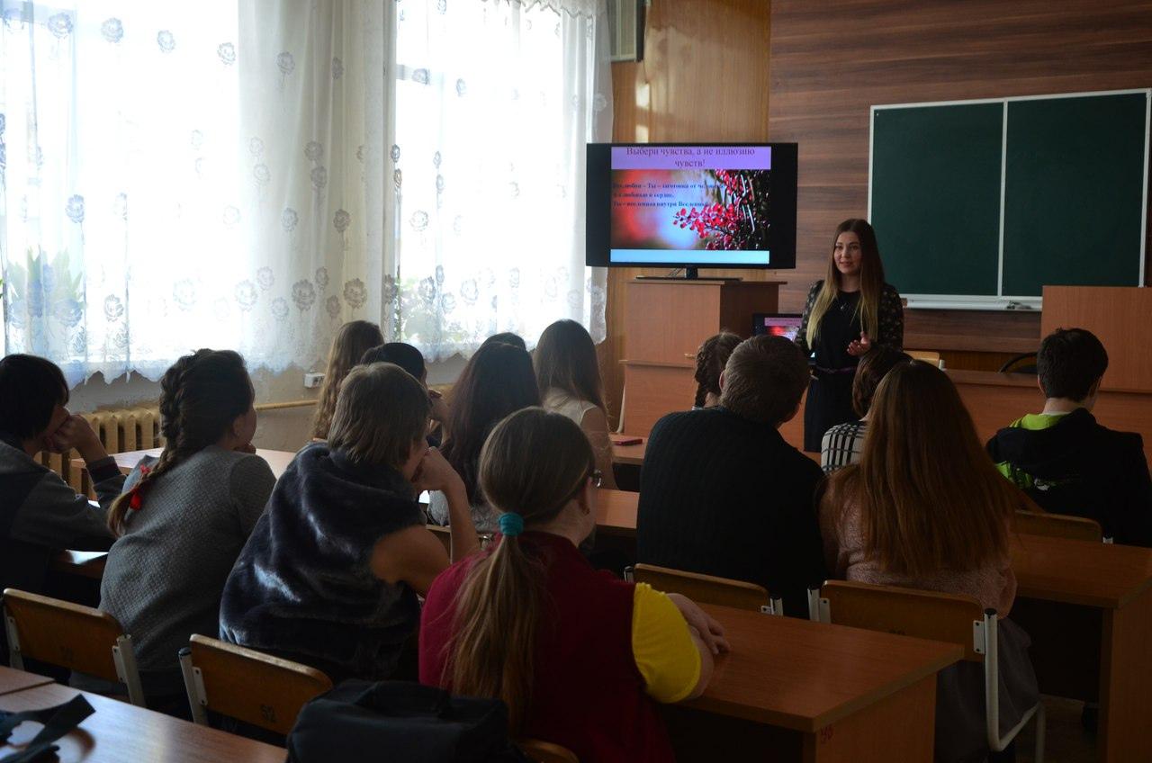 С 1 сентября преподаватели курских колледжей и техникумов будут получать доплаты за кураторство