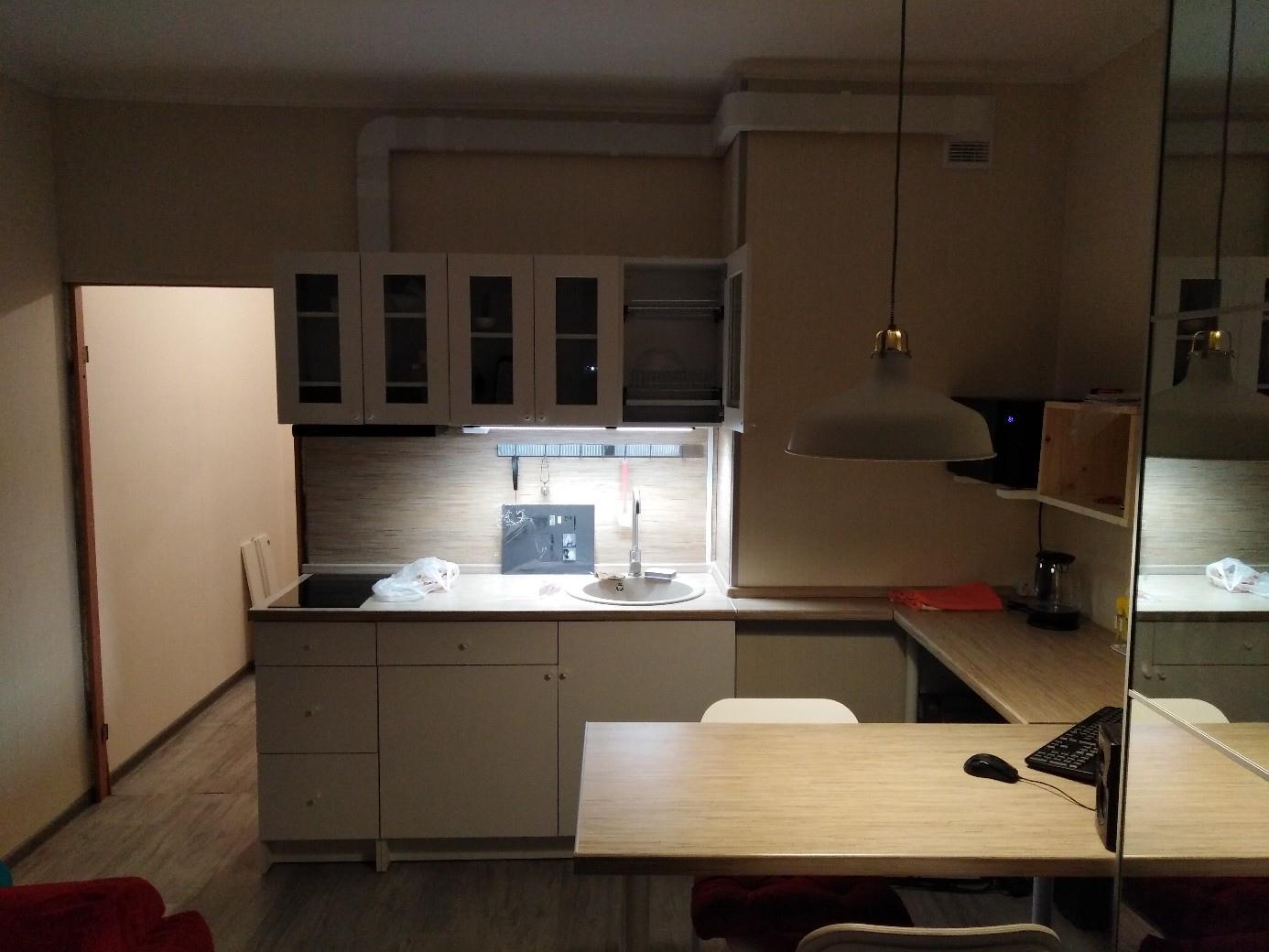 Не так красиво, как на пустых рендерах без мебели и наполнения, но такова жизнь) Студия, 22 кв.