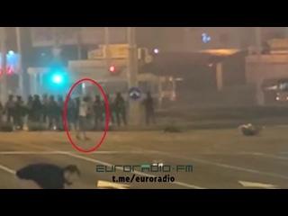 Шёл с поднятыми руками. СМИ опубликовали видео гибели белоруса во время акции протеста 10 августа