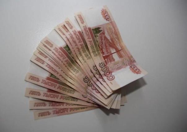 В Вольске два школьника нашли кошелек с довольно крупной суммой денег. Им удалось выяснить адрес владелицы и вернуть ей 70 тысяч рублей. На вопрос, был ли соблазн оставить деньги себе, они