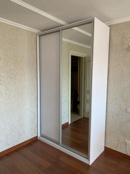 Продам шкаф-купе белого цвета, размеры 140х242х60,...