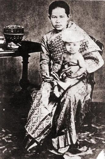 Королева Сунанда с дочерью. Фото 1880 г.