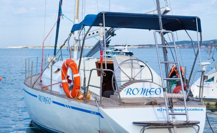 Прогулочная яхта аренда в Геленджике