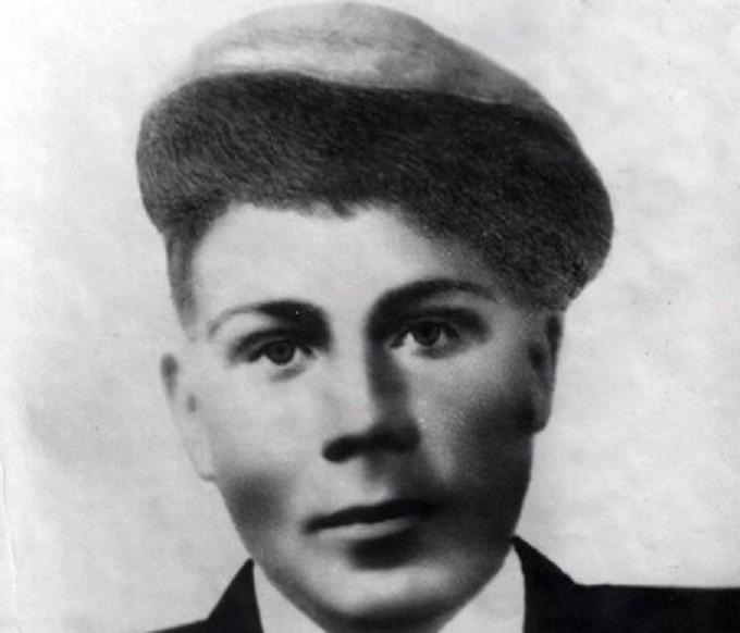 Банцекин Василий Николаевич (14 января 1923 года — ноябрь 1943 года) — Герой Сов...