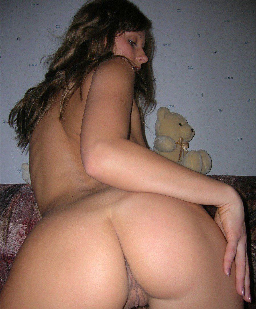 Русская блонди на диване