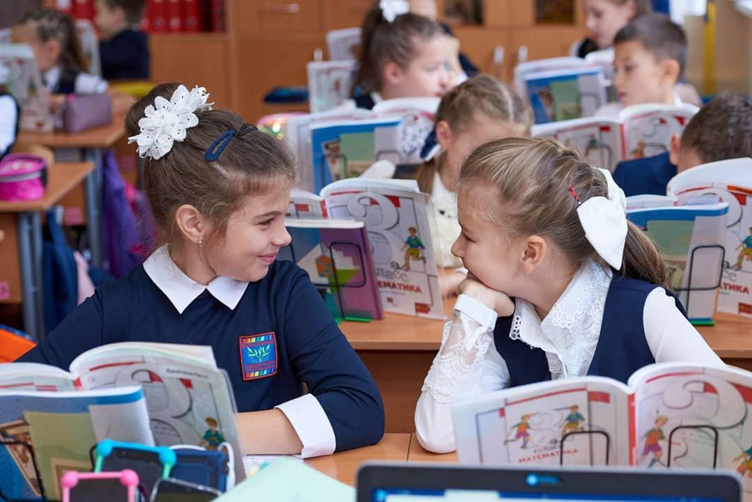 Выпускники Петровского района и их родители могут поучаствовать в акции «Мои школьные годы»