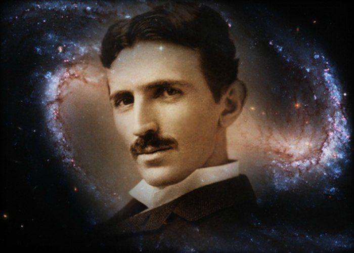 Тесла - гениальный ученый.
