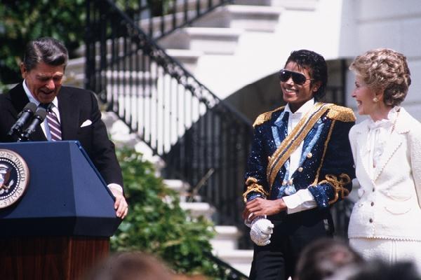 14 мая 1984 года MJ был приглашен в Белый дом для получения награды от президента Рональда Рейгана за его поддержку благотворительных организаций, которые помогали людям преодолеть злоупотребление алкоголем и наркотиками. Это также было запуском кампании Drunk Driving, в которой использовалась песня Майкла «Beat It».